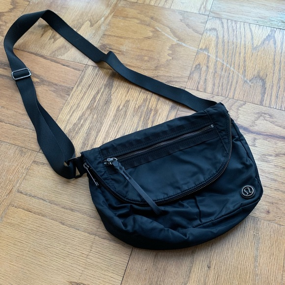 7a8a04f32df2 lululemon athletica Handbags - Lululemon crossbody festival bag black